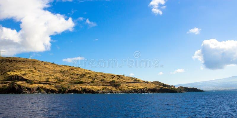 La route côtière de Maui et une ferme de vent au-dessus de Maalaea aboient sur l'île de Maui en Hawaï photos libres de droits