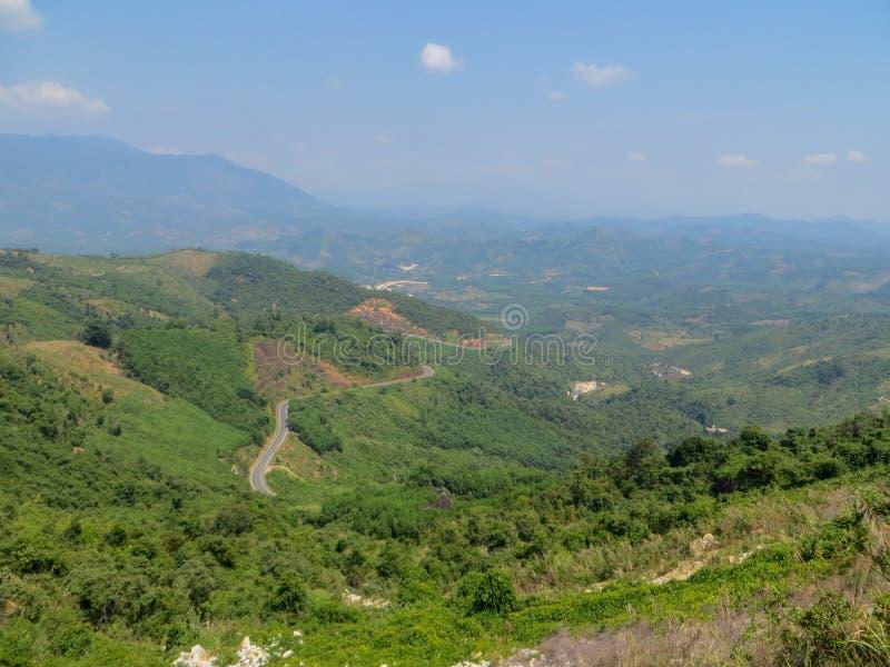 La route dans les montagnes photos libres de droits