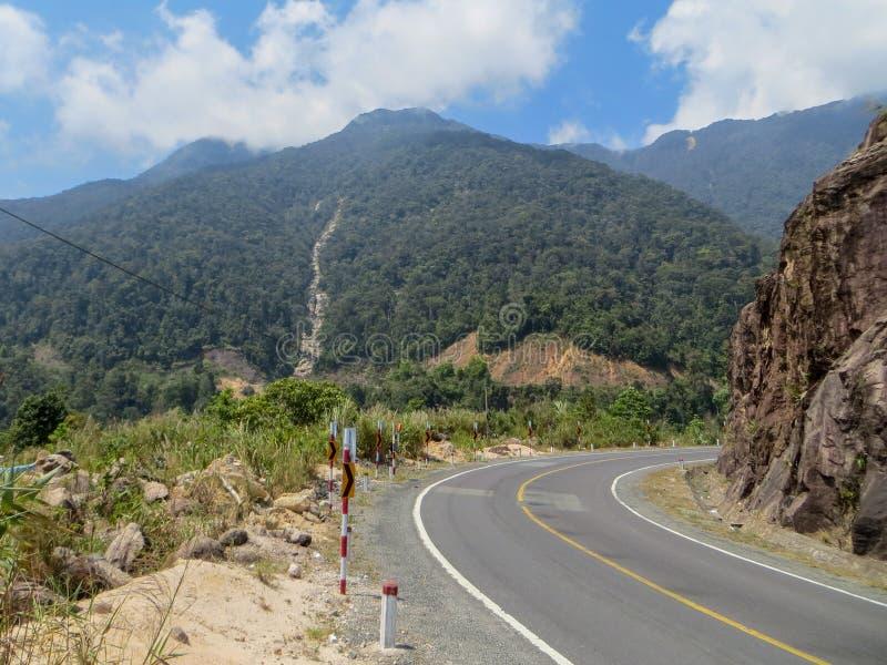 La route dans les montagnes photo stock
