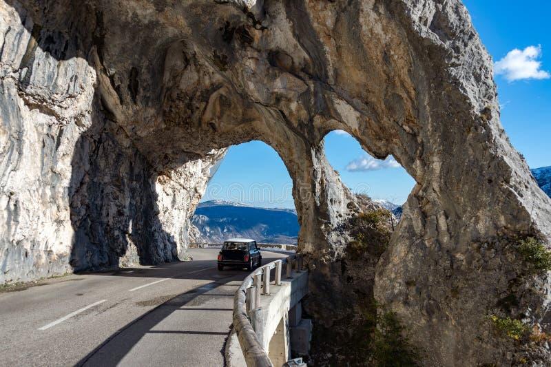 La route de montagne de la Provence arque la vue photo stock