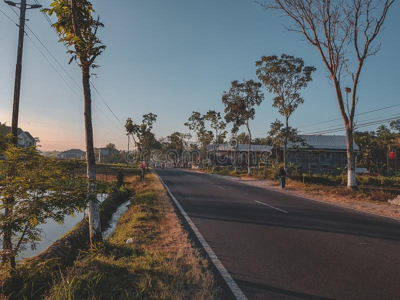 la route est tranquille et tranquille à partir du bruit image libre de droits