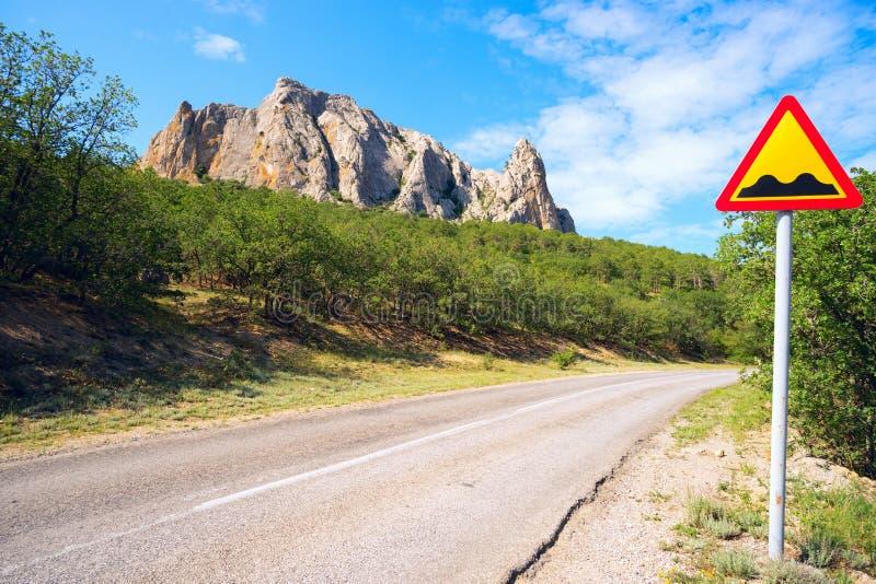 La route le long de la montagne Parsuk-Kai photographie stock libre de droits