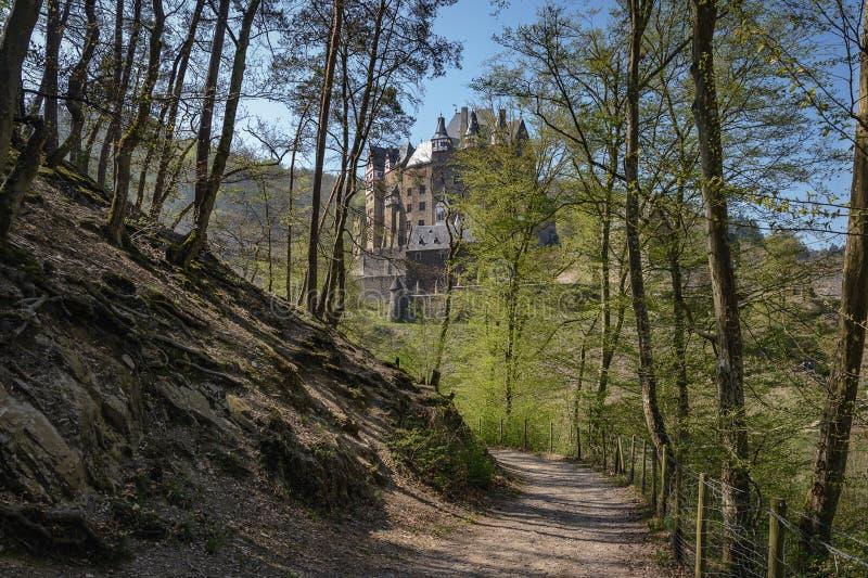 La route menant au château images libres de droits
