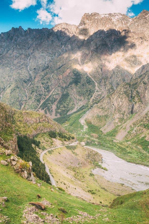 La route militaire géorgienne, doroga de Voyenno-Gruzinskaya, est le nom historique photos stock