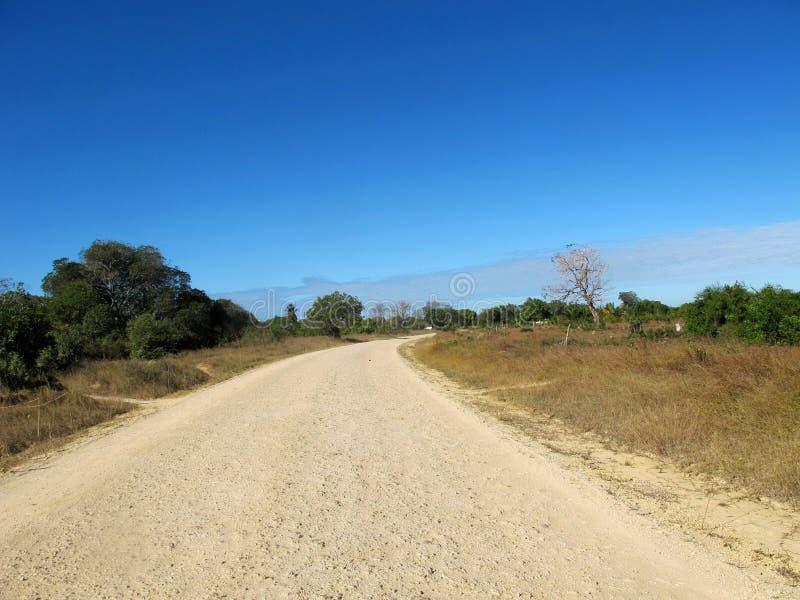 La route moins s'est déplacée photos libres de droits