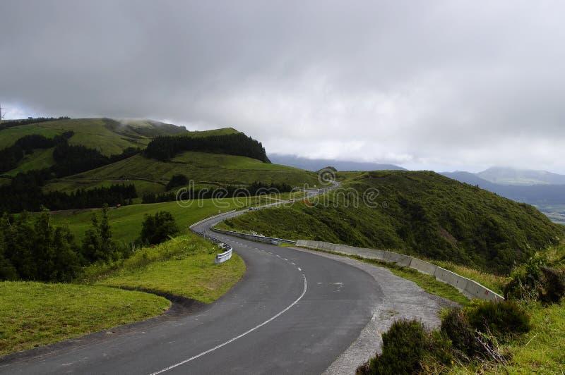 La route parmi les côtes de Miguel de sao, Açores photographie stock