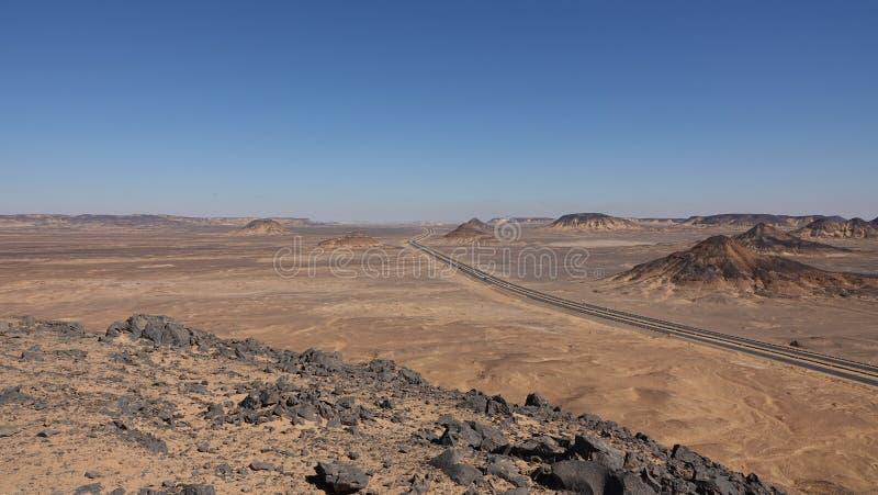 La route passe par le d?sert Beaux endroits en Egypte ! image libre de droits