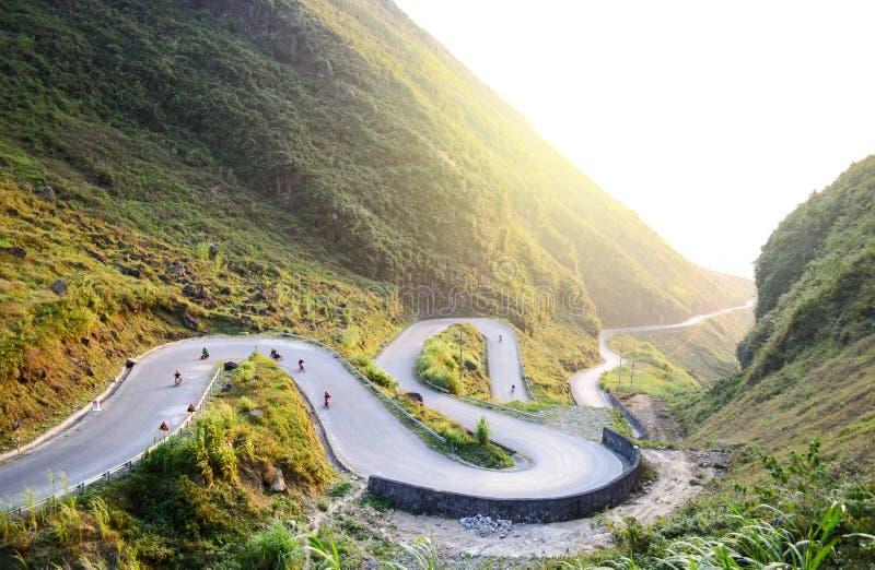 La route stupéfiante de passage de montagne a appelé neuf rampes ou Doc.s Chin Khoanh dans le Vietnamien près du parc géologique  photos stock