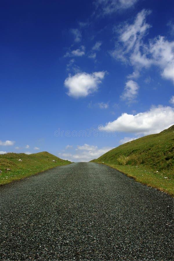 La route vers le haut de la côte photo stock