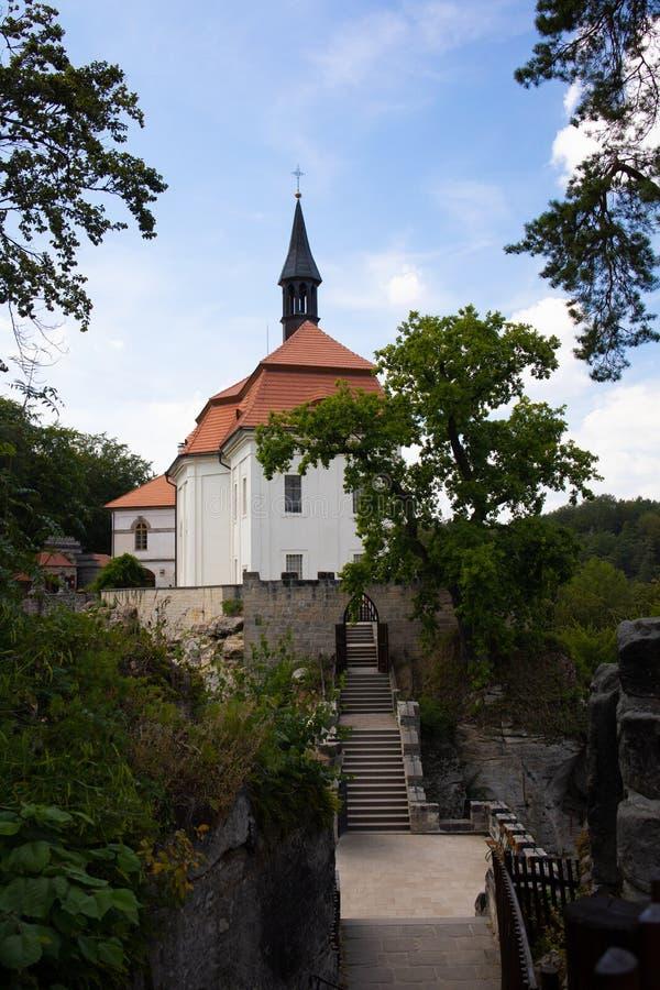 La rovina del castello di Valdštejn in Paradise della Boemia immagini stock