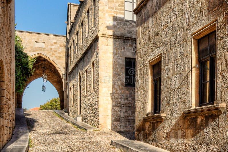 La rue des chevaliers en Rhodes, Grèce image stock