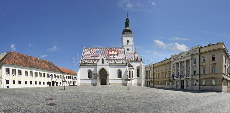 La rue marque l'église, Zagreb photographie stock libre de droits