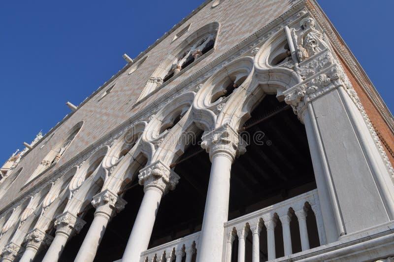 La rue marquent le grand dos à Venise photo libre de droits