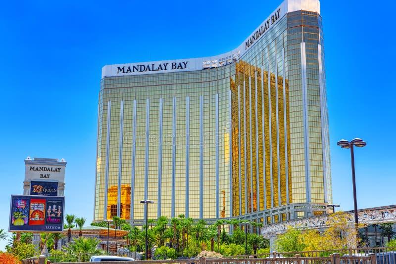 La rue principale de Las Vegas est la bande Casino, hôtel et station de vacances Mandalay Bay photos stock