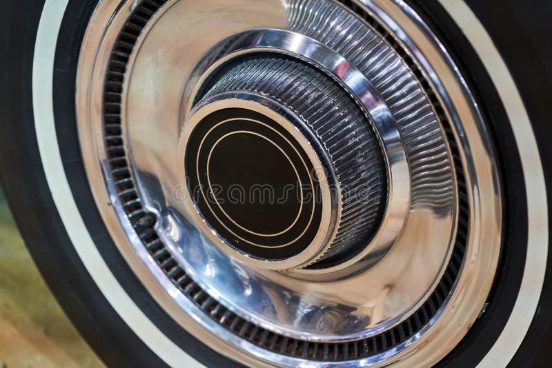 La rueda de un coche americano del vintage Coches potentes del músculo fotos de archivo libres de regalías