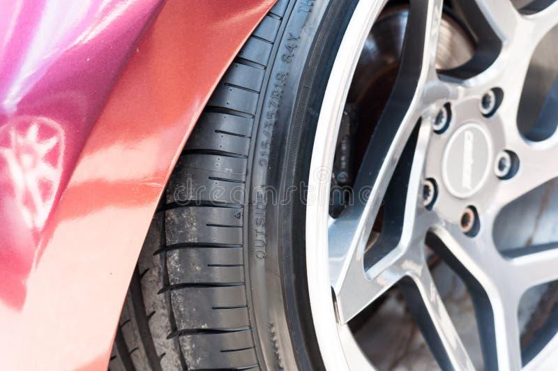 La rueda del coche disco de volante de plata forjado o fundido estilismo de los vehículos estilo partes de coche cerradas parte h imagen de archivo libre de regalías