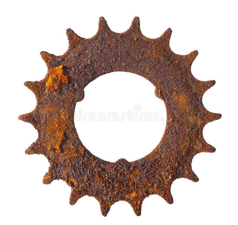 La rueda dentada muy aherrumbrada del vintage isloated en el fondo blanco fotos de archivo