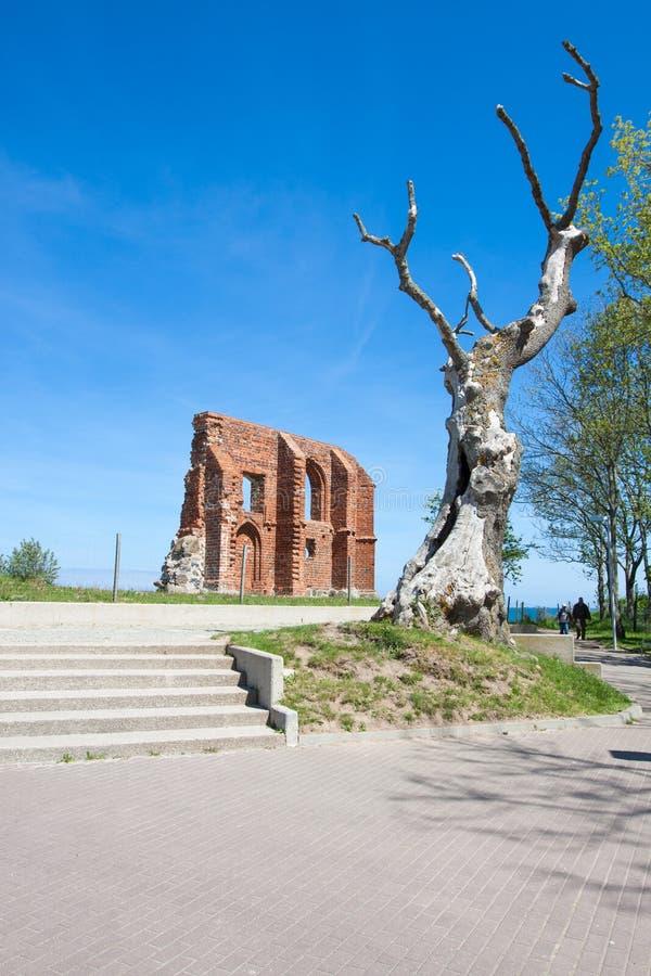La ruine de l'église dans Trzesacz images libres de droits