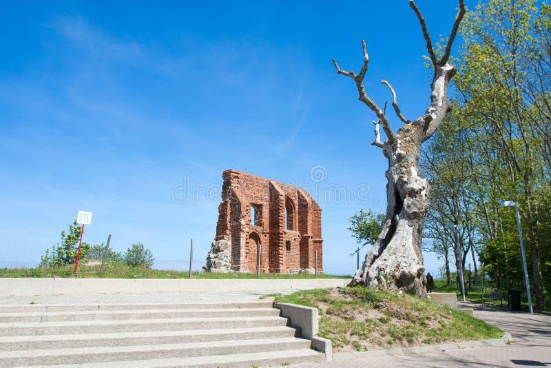 La ruine de l'église dans Trzesacz image libre de droits