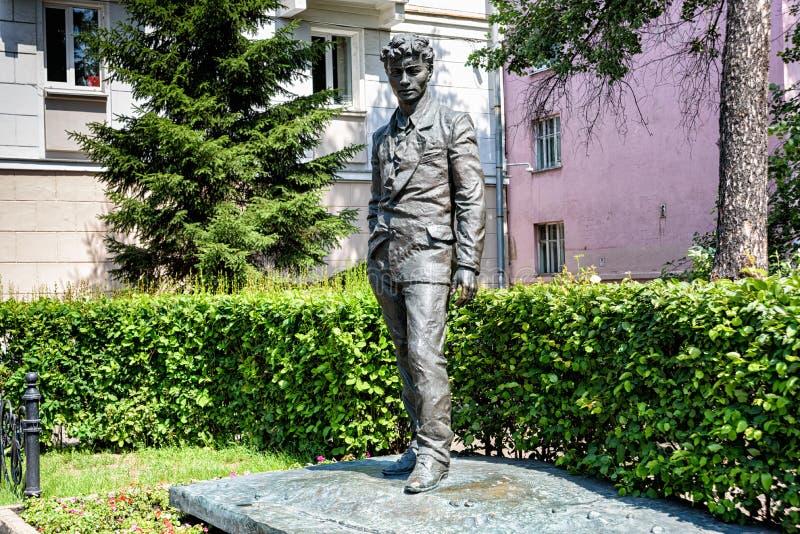 La Russia, Irkutsk - 6 luglio 2019: Monumento ad Alexandr Vampilov Scrittore e commediografo di prosa del Russo-Soviet fotografia stock