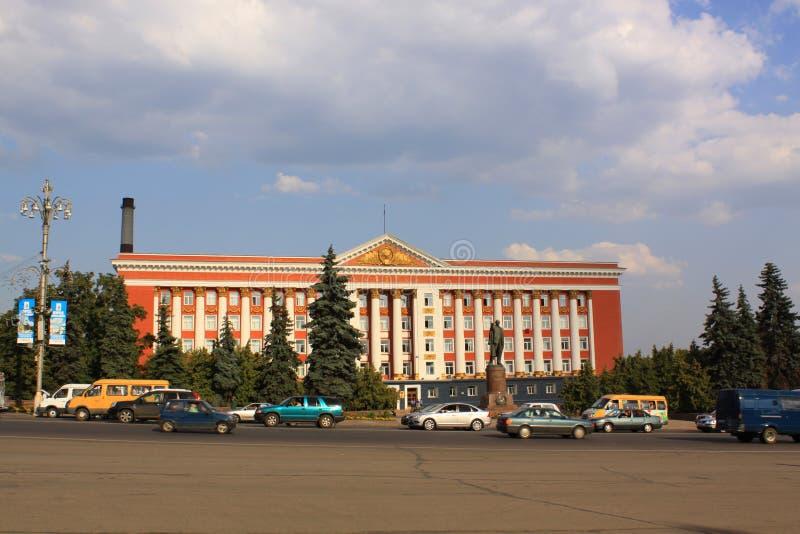 La Russia Kursk Monumento di Lenin e dell'edificio servizi immagine stock libera da diritti