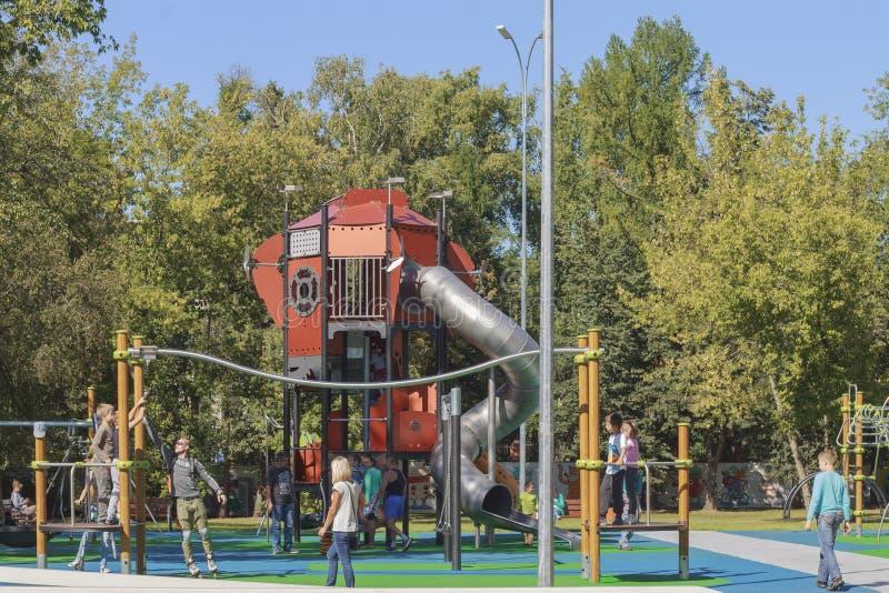 La Russia, Mosca, campo da giuoco dei bambini VDNKh immagini stock