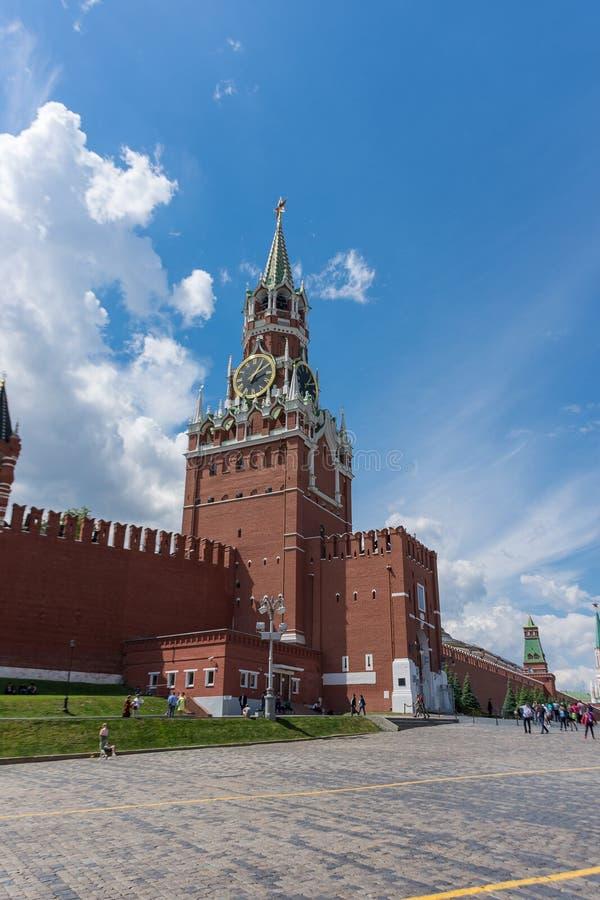 LA RUSSIA, MOSCA, L'8 GIUGNO 2017: Torre di Spasskaya Quadrato rosso fotografie stock