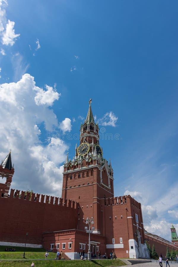 LA RUSSIA, MOSCA, L'8 GIUGNO 2017: Torre di Spasskaya Quadrato rosso immagine stock libera da diritti