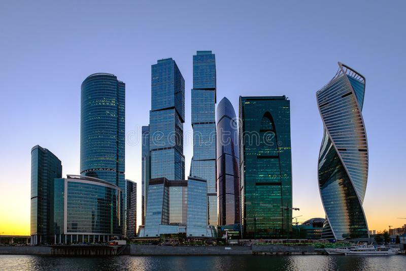 La Russia Mosca 25/05/18 - paesaggio con la vista di sera sul centro di affari internazionale di Mosca fotografie stock libere da diritti