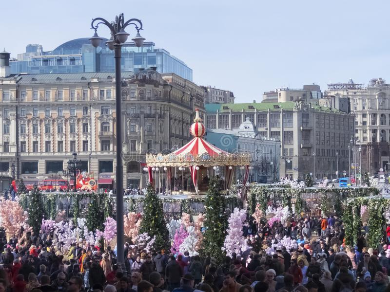 La Russia, Mosca, quadrato di Manezhnaya La festività di Pasqua santa immagini stock