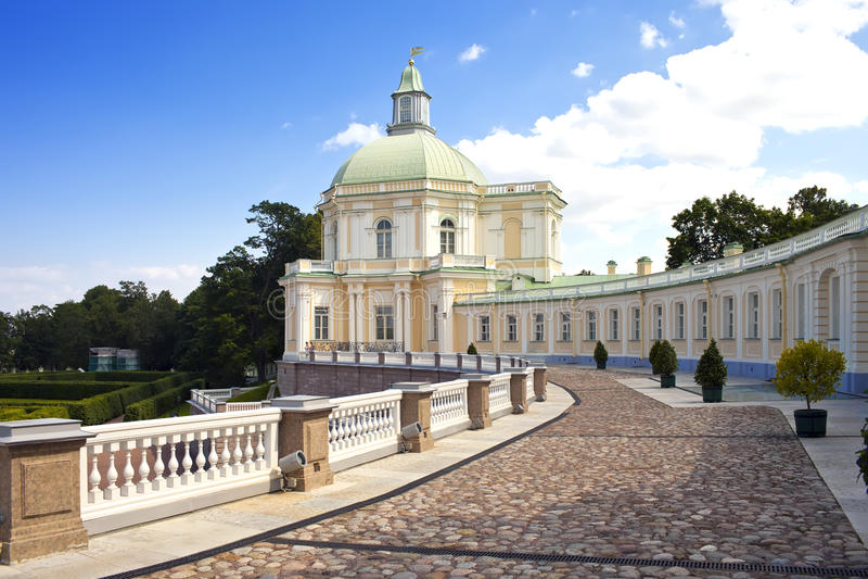 La Russia petersburg Oranienbaum (Lomonosov) Abbassi la sosta Grande palazzo di Menshikovsky fotografie stock libere da diritti