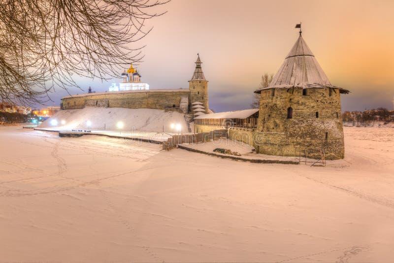 La Russia, Pskov, 20, gennaio 2018: Il Cremlino di Pskov nell'inverno, la regione di Pskov, Pskov Krom immagine stock