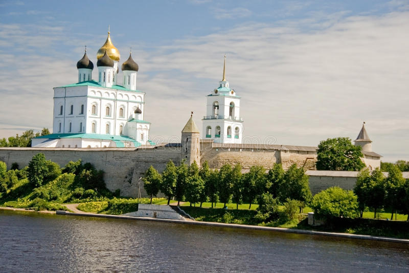 La Russia. Pskov Kremlin (Krom) fotografia stock libera da diritti