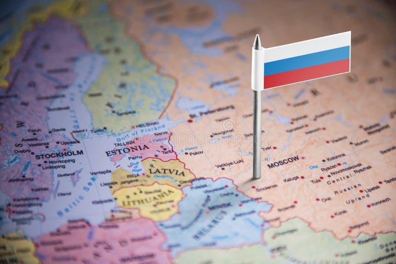 La Russie a identifié par un drapeau sur la carte photographie stock libre de droits