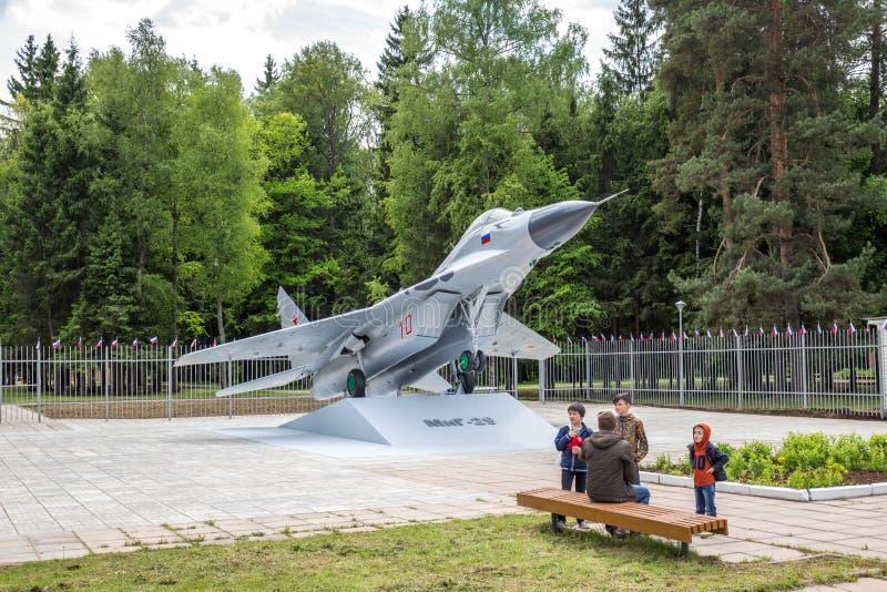 LA RUSSIE - JUIN 2017 : Un monument sous forme de MiG-29 image stock