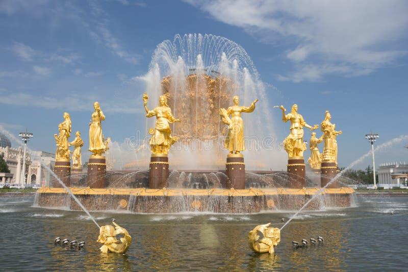 La Russie, Moscou, amiti? de fontaine des personnes, VDNKH apr?s restauration image stock