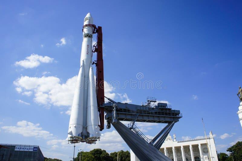 LA RUSSIE, MOSCOU, LE 31 JUILLET 2012 : Monument à la fusée d'espace images stock