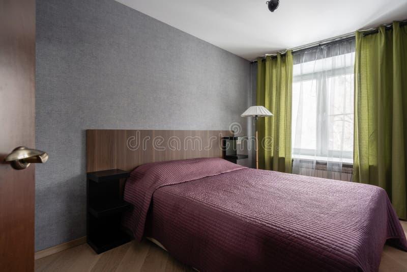 La Russie, Nizhny Novgorod - 10 janvier 2018 : Appartement privé Conception intérieure Petite chambre à coucher moderne intérieur image stock