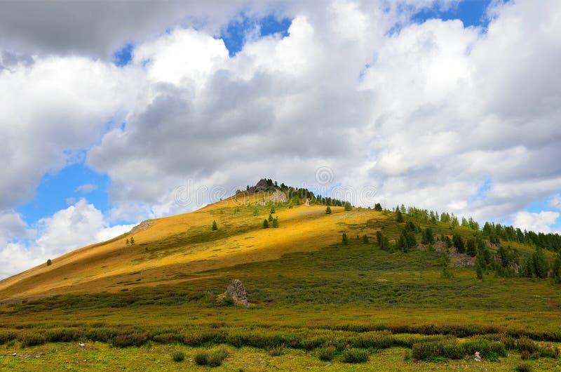 La Russie, R?publique d'Altai, plateau Yoshtykyol dans le jour nuageux photos stock