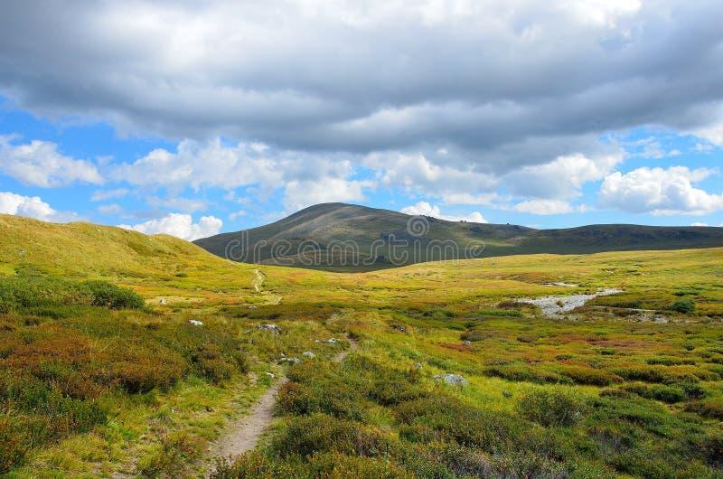 La Russie, R?publique d'Altai, plateau Yoshtykyol dans le jour nuageux image stock