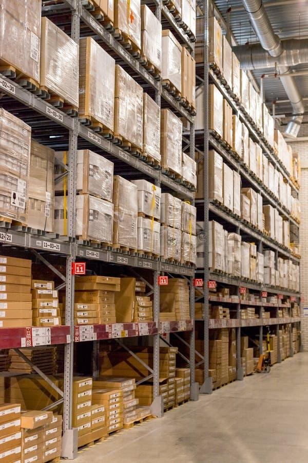 La Russie, St Petersburg, le 16 mars 2019 IKEA, secteur d'entrepôt de meubles, grand inventaire Marchandises d'entrepôt courantes photo libre de droits