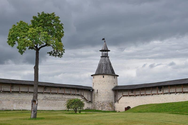 La Russie, tour défensive de Pskov antique Kremlin photos stock