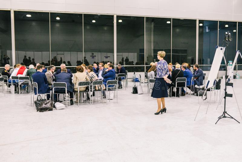 La Russie, ville Moscou - 18 d?cembre 2017 : Un groupe de personnes dans la chambre Formation d'affaires Concept de r?union de s? image stock