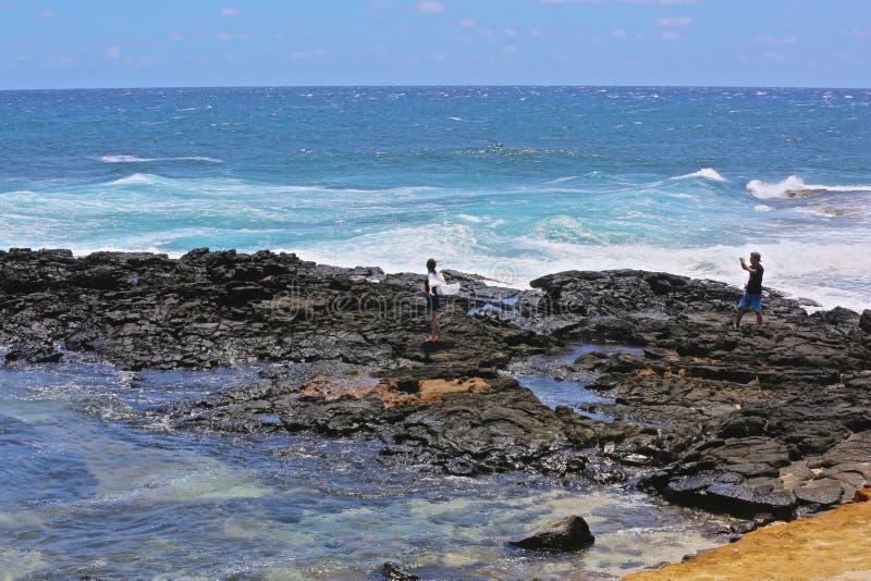 La séance photos bascule des vagues Hawaï images libres de droits