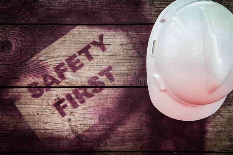 La sécurité se connectent d'abord le fond en bois photo libre de droits