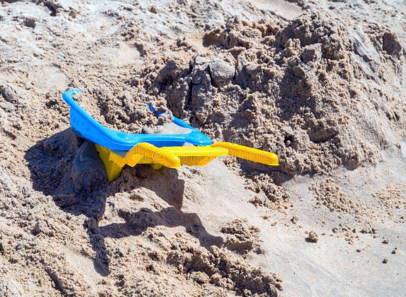 La sabbia Sandbeach scherza i giocattoli della spiaggia fotografia stock