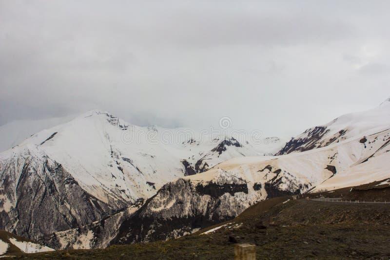 La sabbia sulle montagne in Georgia 2018 fotografie stock libere da diritti