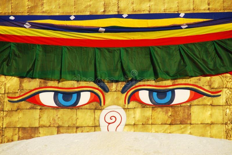 La sabiduría de Buddha eyes en el stupa de Bodhnath en Katmandu foto de archivo