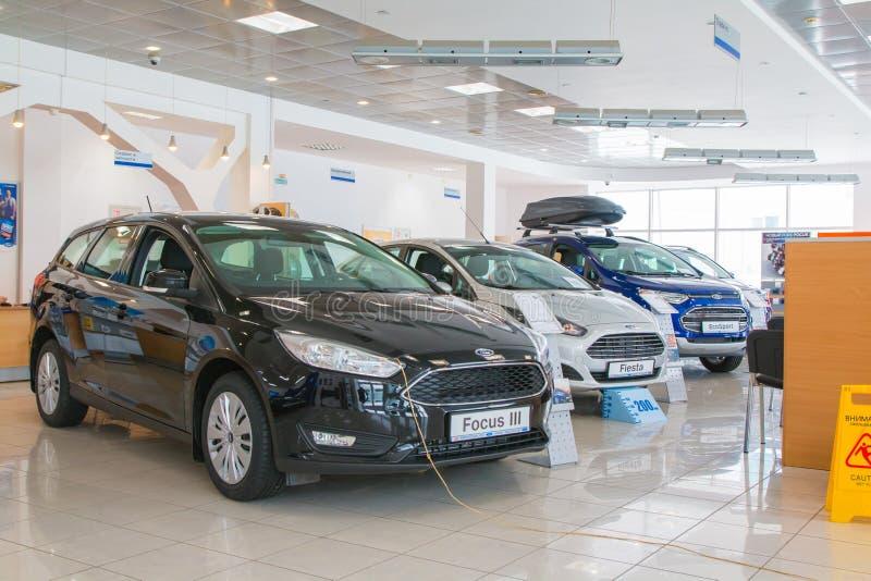 La sala d'esposizione e l'automobile della gestione commerciale guadano nella città di Kirov nel 2017 immagini stock libere da diritti