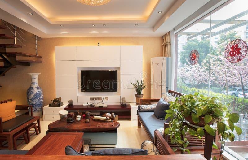 La sala de estar de la familia moderna china fotografía de archivo libre de regalías